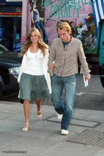 May-27th-2004-Portobello-Road-sienna-miller Jude Law Alex's truck
